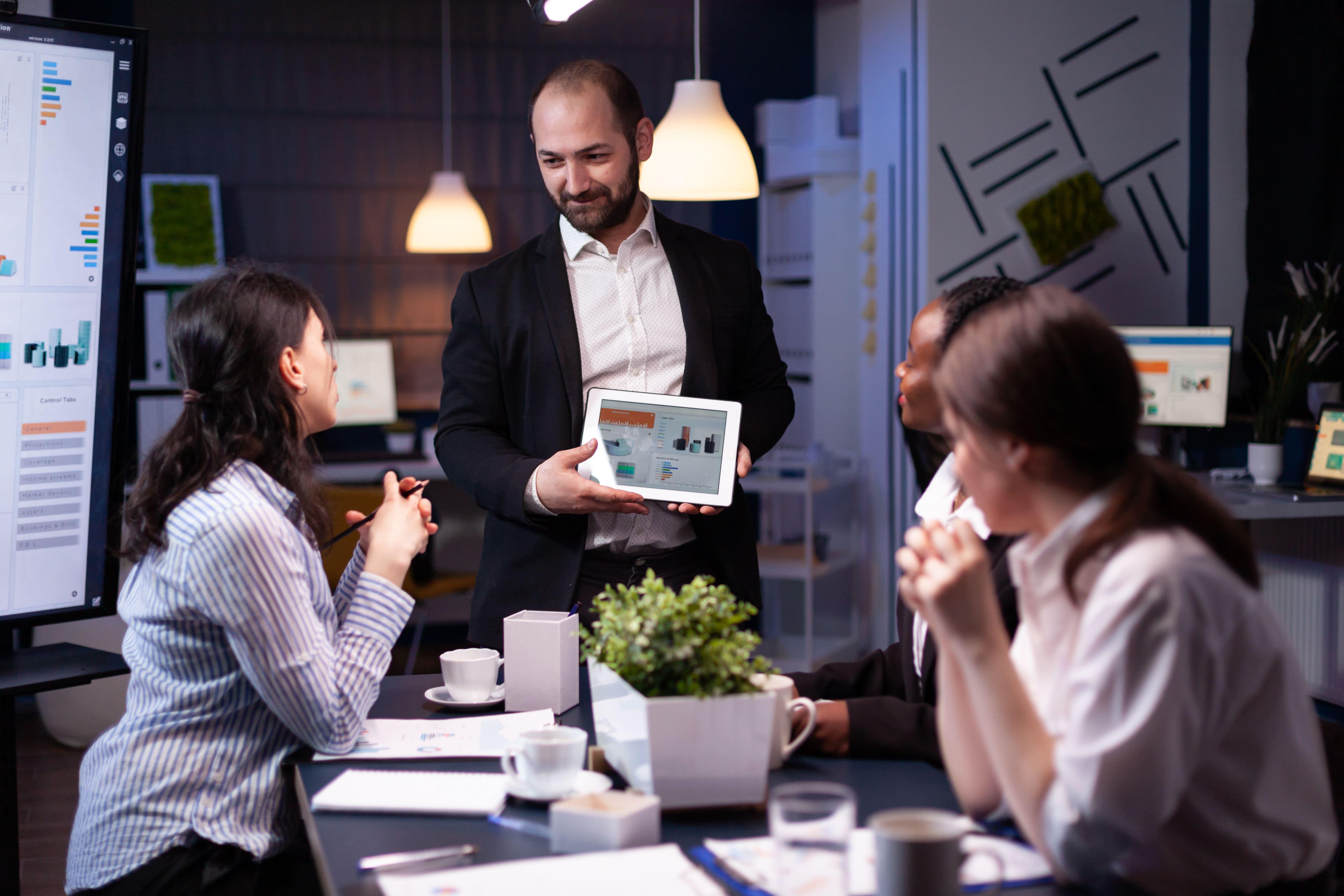entrepreneur-businessman-showing-company-strategy--V3CACAH-min
